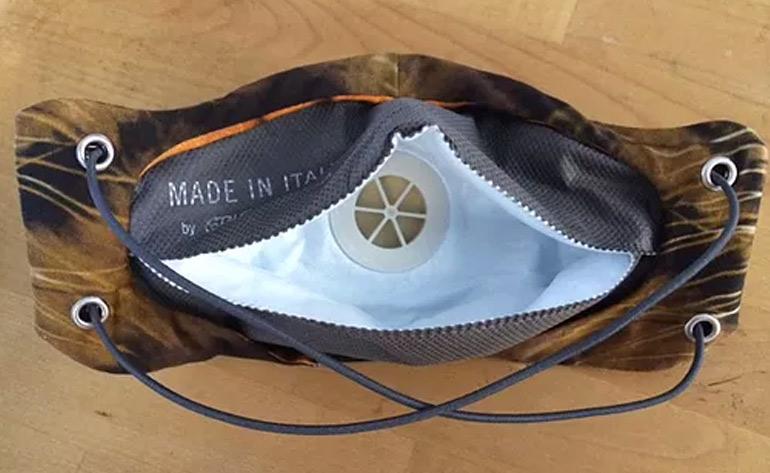 ¿Cómo puedo ajustar las bandas elásticas de mi máscara?